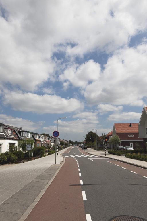 moderne woningen met oranje daken door Engel Architecten
