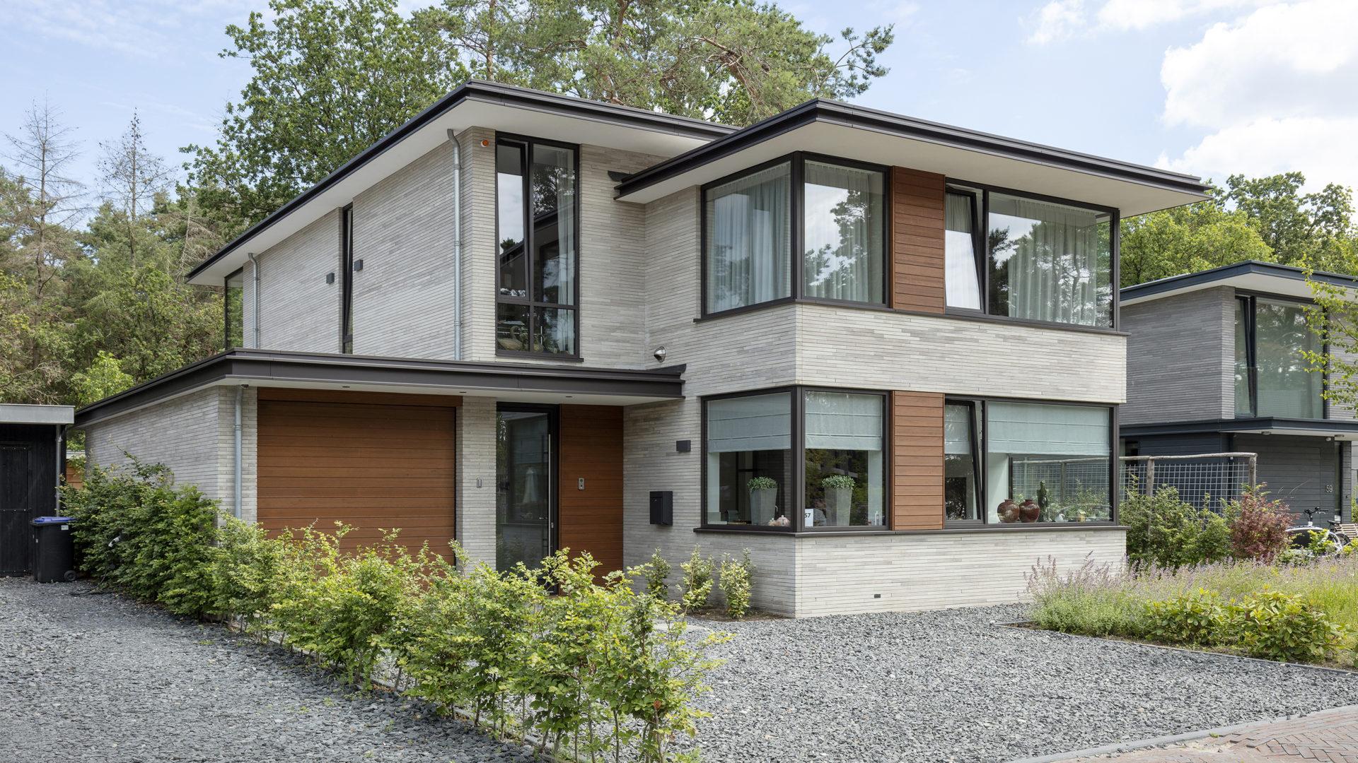 voorzijde moderne villa in Zeist door Engel Architecten