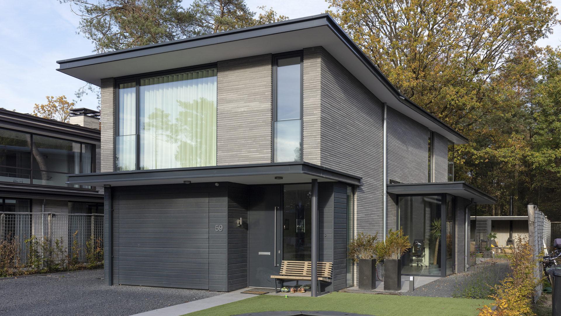 voorzijde van de moderne villa in zeist