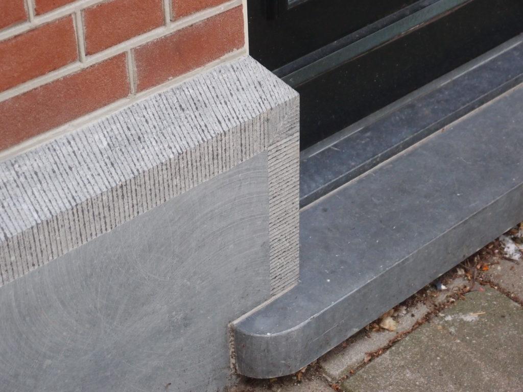 detail van het hardsteen van het verbouwde woonhuis aan de hogeweg in amsterdam