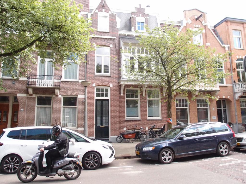 voorgevel na de verbouwing van het woonhuis aan de hogeweg in amsterdam